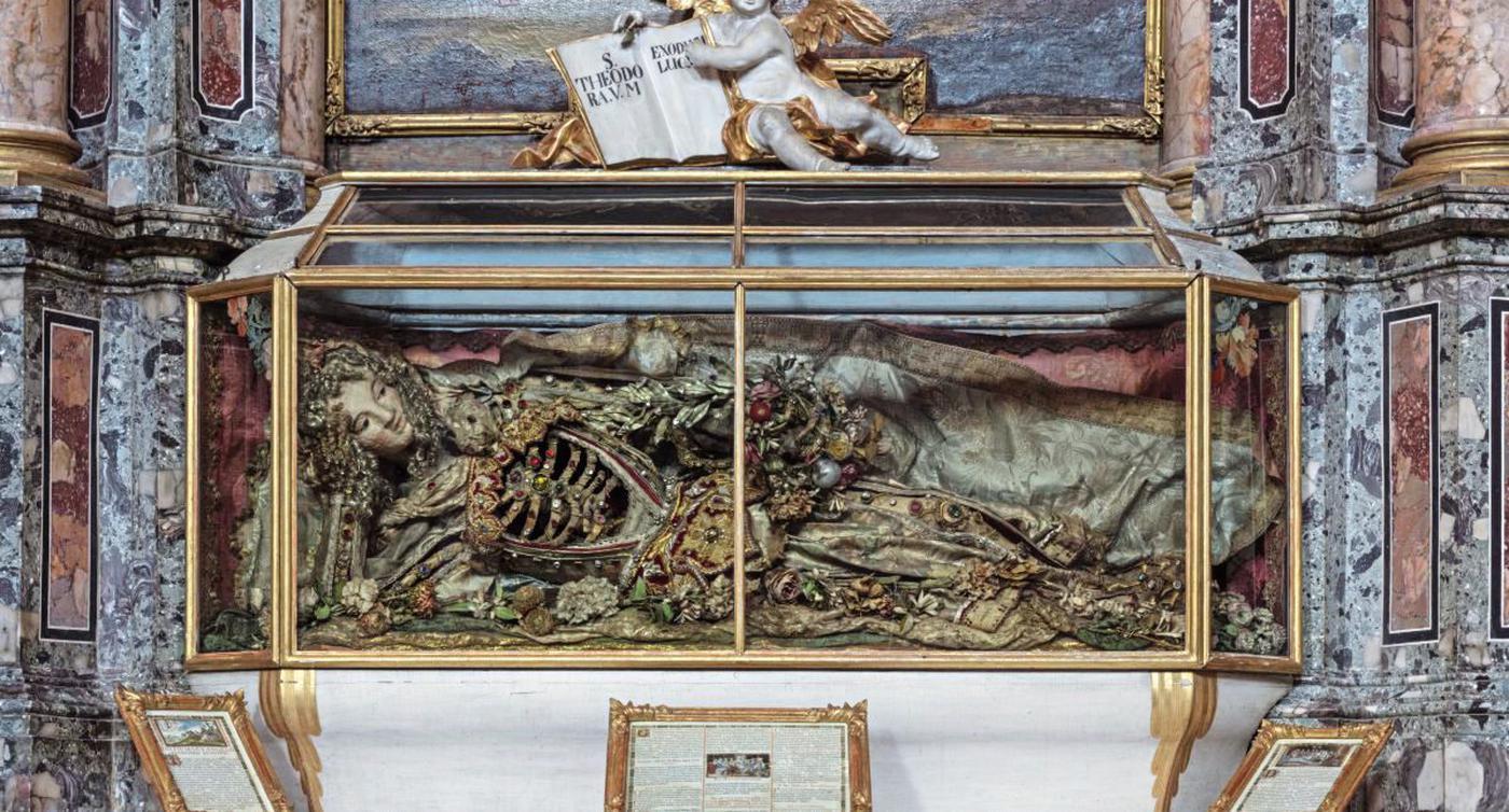 Menschliche Skelette in der Rastatter Schlosskirche: Im Barock waren heilige Knochen ein begehrtes Gut